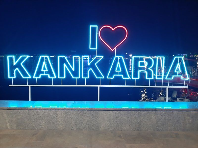 A structure with the writing 'I Love Kankaria'