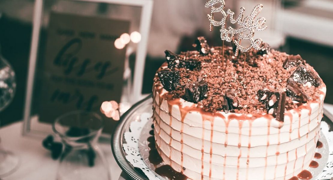 Vanilla cake topped with chocolate
